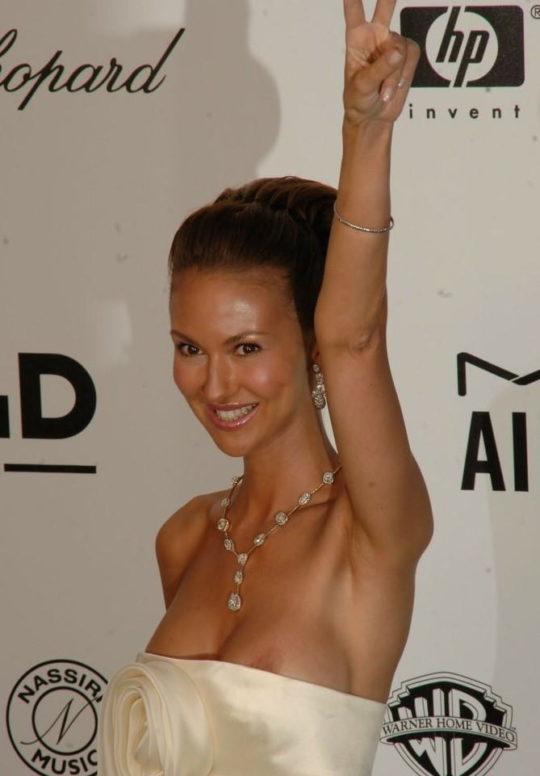 【プロ根性】超大金持ちのハリウッドセレブ女優、おっぱいポロリするまでが仕事でワロタwwwwwwwwww(画像30枚)・11枚目