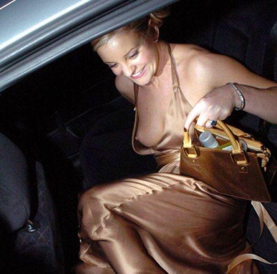 【プロ根性】超大金持ちのハリウッドセレブ女優、おっぱいポロリするまでが仕事でワロタwwwwwwwwww(画像30枚)・17枚目