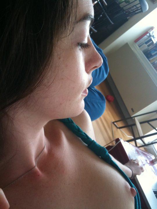【プラダを着た悪魔】アカデミー女優アン・ハサウェイ、彼氏との自宅ニャンニャン画像が流出wwwwwwwwwww(画像あり)・3枚目