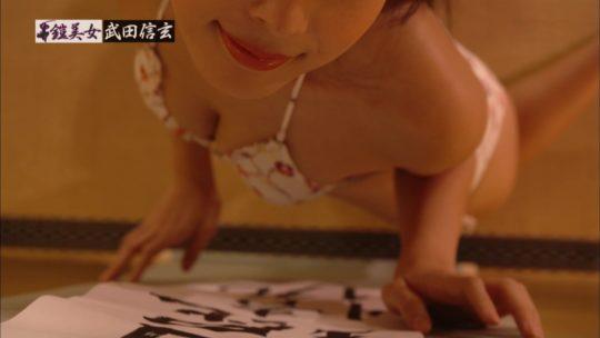 【迷企画】CSで水着美女が甲冑着てマッサージしたり書道したりする謎企画、変化球過ぎてワイ将オナニー断念wwwwwwwww(画像あり)・40枚目
