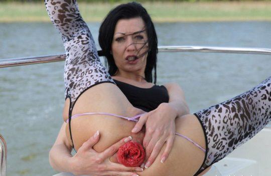 【閲覧注意】まんさん、限界まで肛門拡張してからイキんだ結果・・・・・うわぁぁ。。。(画像あり)・12枚目