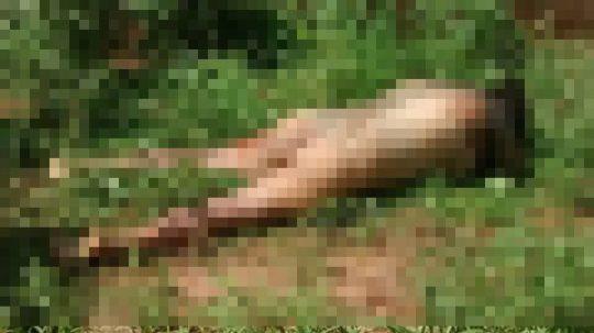 【フェイク無し・閲覧注意】レイプされてその辺に捨てられた外人女性の遺体画像集、、、一枚目から首が無くて泣いた。。。(画像あり)・19枚目
