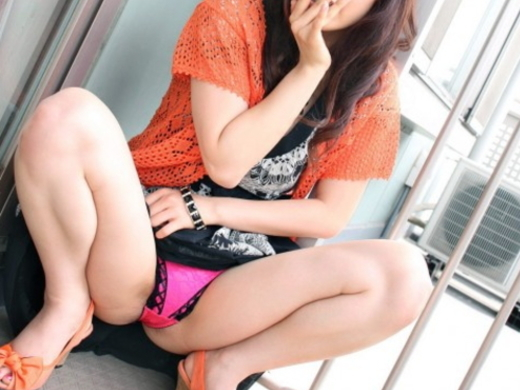 発情したら負け→ウンコ座りしてパンツを見せつけてくる女wwwwwwwwwwwwww(写真21枚)
