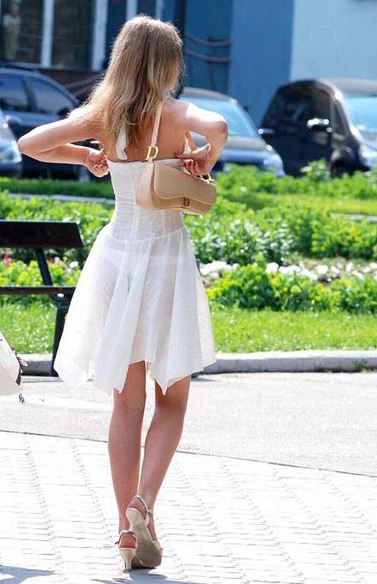 【超シースルー】海外まんさん夏の装い、パンツ隠す気無さすぎでワロタwwwwwwwww(画像30枚)・9枚目