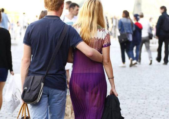 【超シースルー】海外まんさん夏の装い、パンツ隠す気無さすぎでワロタwwwwwwwww(画像30枚)・13枚目