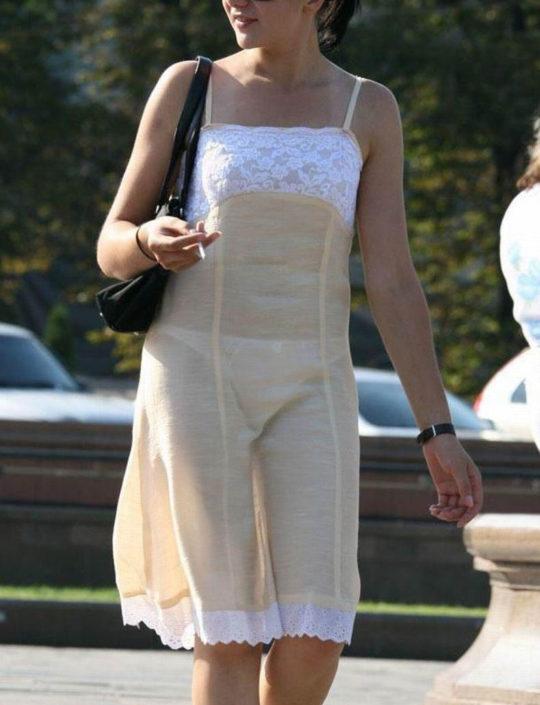 【超シースルー】海外まんさん夏の装い、パンツ隠す気無さすぎでワロタwwwwwwwww(画像30枚)・17枚目