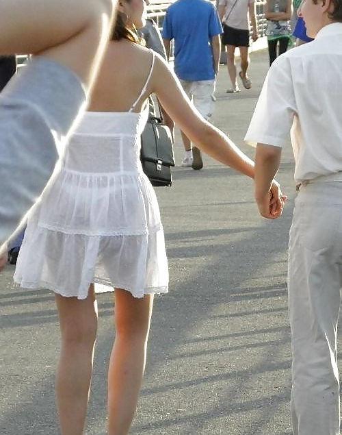 【超シースルー】海外まんさん夏の装い、パンツ隠す気無さすぎでワロタwwwwwwwww(画像30枚)・18枚目