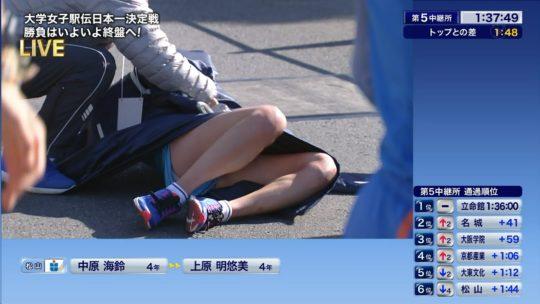 【悲報】駅伝女子、走破して力尽きて倒れ込んだ結果・・・おまえらにとんでもない部分を激写されるwwwwwwwwwwww(画像あり)・1枚目