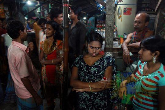 バングラデシュの売春宿の様子をご覧下さい。 ← 魂の抜けた子供多杉て泣いた。。(画像あり)・14枚目
