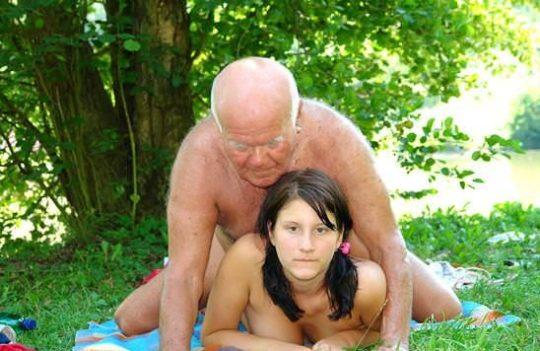 """【英雄色を好む】老人と美少女、""""力=金""""を嫌でも思い知らされる年の差カップルの画像を貼ってく。(画像30枚)・24枚目"""