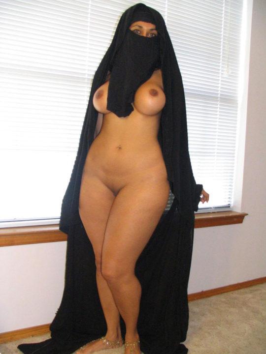 【バレたら私刑】中東の女の子が服脱いだ結果、ケツデカ過ぎワロタwwww想像以上にワロタwwwwwwwwwwwwww(画像あり)・5枚目