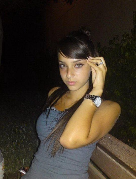 【バレたら私刑】中東の女の子が服脱いだ結果、ケツデカ過ぎワロタwwww想像以上にワロタwwwwwwwwwwwwww(画像あり)・12枚目