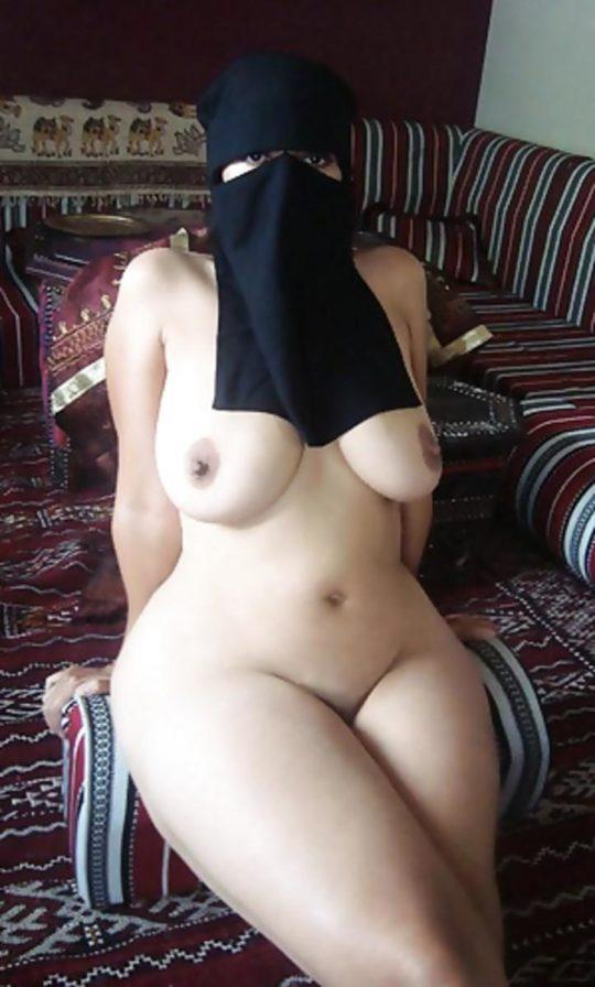 【バレたら私刑】中東の女の子が服脱いだ結果、ケツデカ過ぎワロタwwww想像以上にワロタwwwwwwwwwwwwww(画像あり)・15枚目