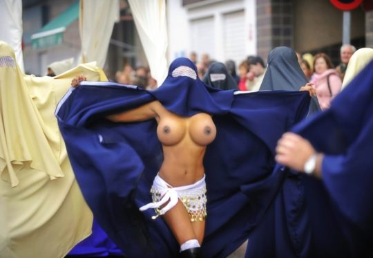 【バレたら私刑】中東の女の子が服脱いだ結果、ケツデカ過ぎワロタwwww想像以上にワロタwwwwwwwwwwwwww(画像あり)・17枚目