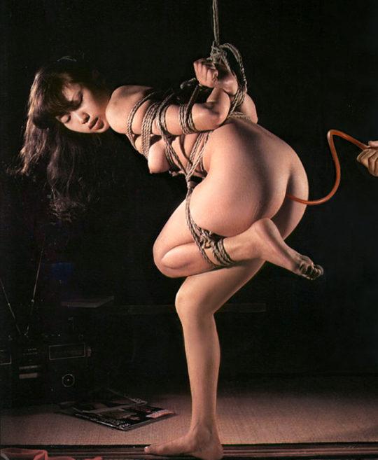 【エロ画像】便秘の時の最終手段、ガッチガチのウンコもこれで安心な浣腸エロ画像に便秘のワイニッコリwwwwwwww(画像30枚)・23枚目