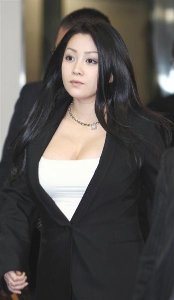 【悲報エロ画像】小向美奈子とかいう逮捕3回シャブエリートネキ、とんでもない体型になってたwwwwwwwww(画像あり)・8枚目