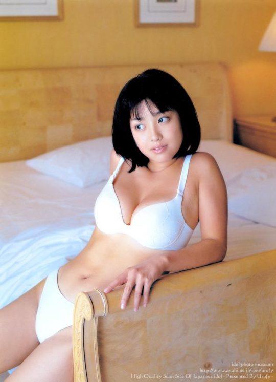 【悲報エロ画像】小向美奈子とかいう逮捕3回シャブエリートネキ、とんでもない体型になってたwwwwwwwww(画像あり)・11枚目