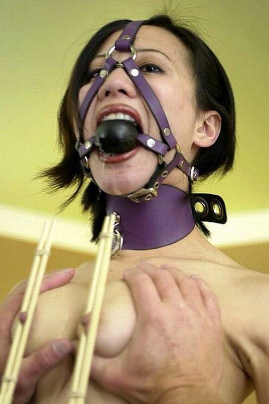 【乳首エロ画像】男でも授乳の痛みを感じられる変態プレイがコチラ。。。(画像30枚)・21枚目