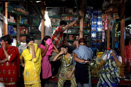 バングラデシュの売春宿の様子をご覧下さい。 ← 魂の抜けた子供多杉て泣いた。。(画像あり)・3枚目