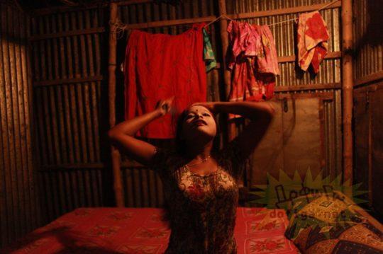 バングラデシュの売春宿の様子をご覧下さい。 ← 魂の抜けた子供多杉て泣いた。。(画像あり)・6枚目