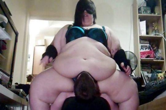 【エロ画像注意】デブで性欲強めな彼女にワイがヤラれてガチで死にかけたプレイ・・・・・(画像30枚)・9枚目
