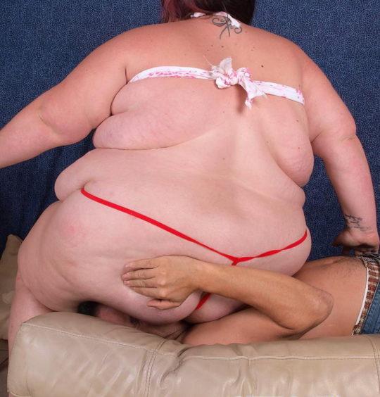 【エロ画像注意】デブで性欲強めな彼女にワイがヤラれてガチで死にかけたプレイ・・・・・(画像30枚)・22枚目