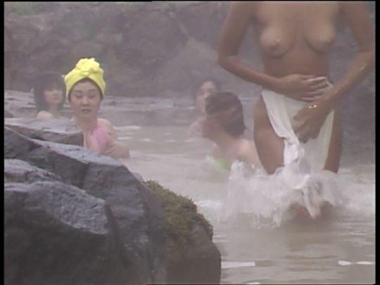 【温泉エロ】昔のドラマ。おっぱい丸出し女が若すぎて若干引くwwww(53枚)・30枚目