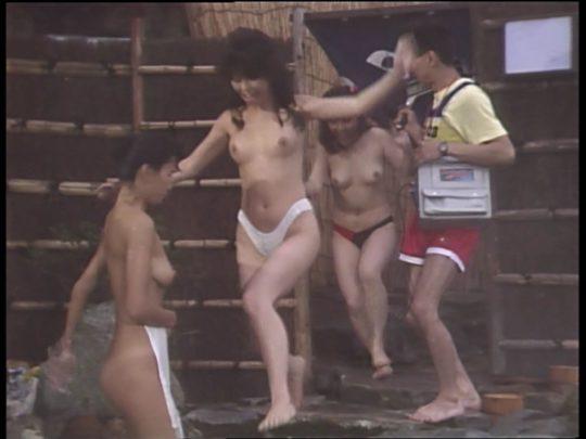【温泉エロ】昔のドラマ。おっぱい丸出し女が若すぎて若干引くwwww(53枚)・31枚目