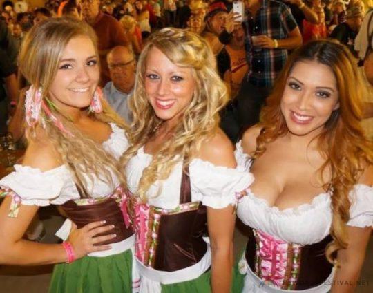 """【おっぱい強調画像】ドイツの激エロ民族衣装""""ディアンドル""""、ビール祭でビールがすすむわけだわこれは・・・(画像あり)・7枚目"""