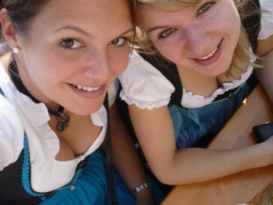 """【おっぱい強調画像】ドイツの激エロ民族衣装""""ディアンドル""""、ビール祭でビールがすすむわけだわこれは・・・(画像あり)・16枚目"""