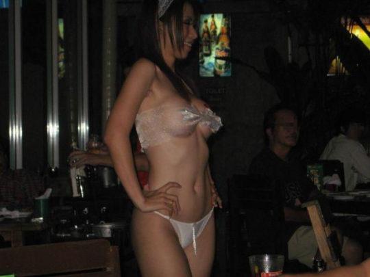 """【アジアエロ画像】タイの風俗""""ゴーゴーバー""""とかいう天国の様子を画像でご覧下さい。(画像あり)・4枚目"""