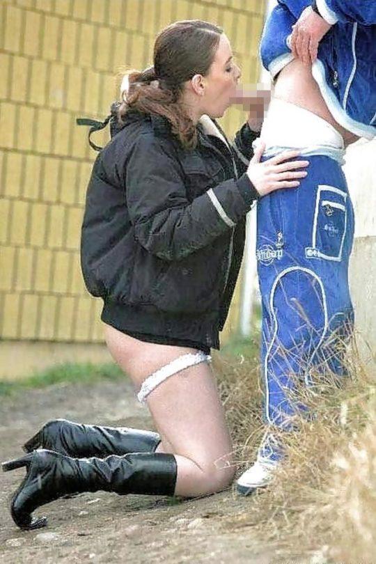 【売春婦エロ画像】外国の格安売春婦ネキ、数をこなす為にガンガン路上でやってて草wwwwwwwww(画像あり)・14枚目