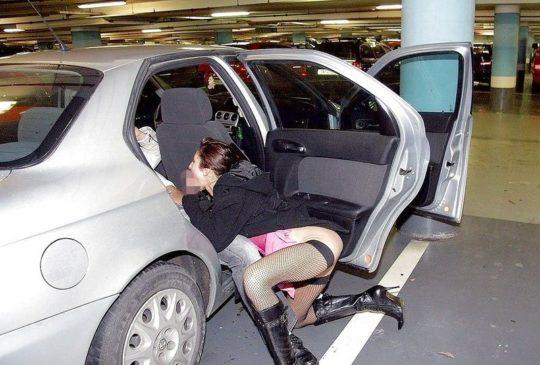 【売春婦エロ画像】外国の格安売春婦ネキ、数をこなす為にガンガン路上でやってて草wwwwwwwww(画像あり)・20枚目