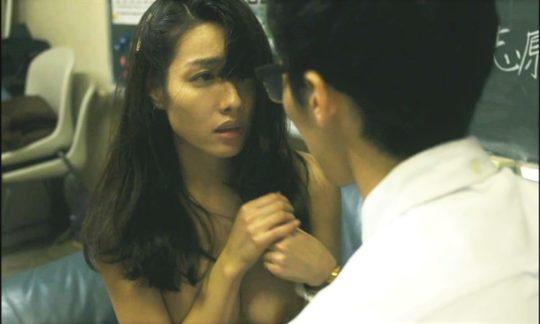 【朗報】巨乳グラビアアイドル今野杏南、とうとう映画でレーズン乳首を出すwwwwwwwwww(画像あり)・3枚目