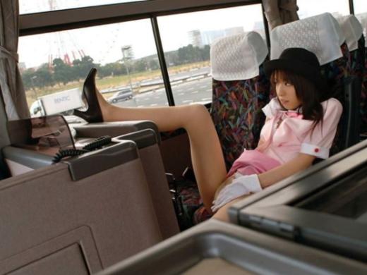 (えろ写真)BUSガイドと運転手が結婚する率が高い理由がこちらwwwwww納得だわwwwwwwwwwwwwwwwwwwww