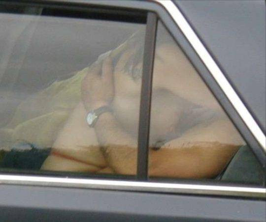 【カーセックス盗撮画像】ラブホ文化のない海外カップルさん達のセックス事情・・・(画像25枚)・8枚目