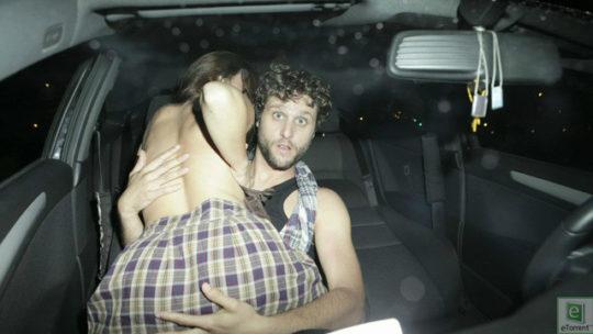 【カーセックス盗撮画像】ラブホ文化のない海外カップルさん達のセックス事情・・・(画像25枚)・20枚目
