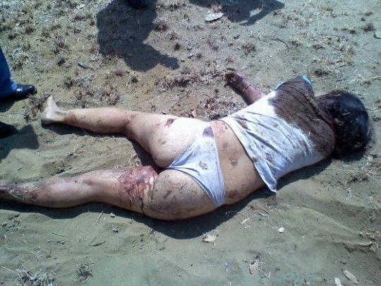 【閲覧注意】レイプされ殺害された外人まんさん、現場検証に来た警察官に最後の情けをかけられるorz(画像あり)・6枚目