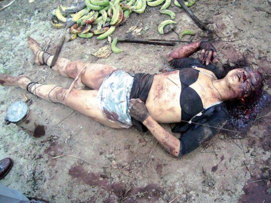 【閲覧注意】レイプされ殺害された外人まんさん、現場検証に来た警察官に最後の情けをかけられるorz(画像あり)・9枚目
