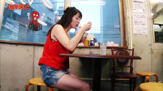 【汗だくエロ画像】薄着巨乳まんさんが激辛料理を喰った結果wwwwwwwwwww(画像多数)・24枚目