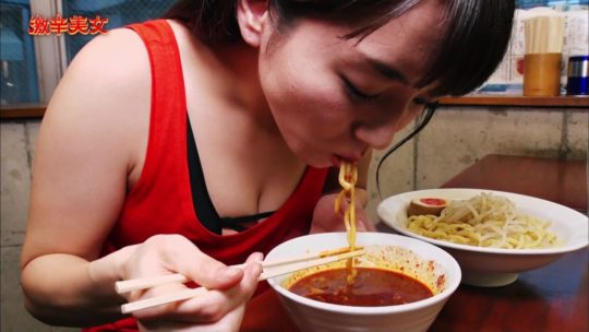 【汗だくエロ画像】薄着巨乳まんさんが激辛料理を喰った結果wwwwwwwwwww(画像多数)・28枚目