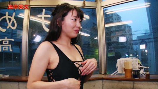 【汗だくエロ画像】薄着巨乳まんさんが激辛料理を喰った結果wwwwwwwwwww(画像多数)・37枚目