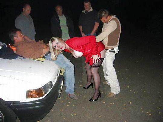 【草】巨漢外人カップルさん、狭い車内でのカーセックスを諦め車外で立ちバックにシフトwwwwwwwwwww(画像あり)・4枚目