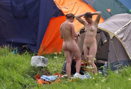 【母娘エロ画像】海外の裸族一家&母娘ヌード、こいつ等ガチで頭おかしくて草wwwwwwww(画像130枚)・2枚目