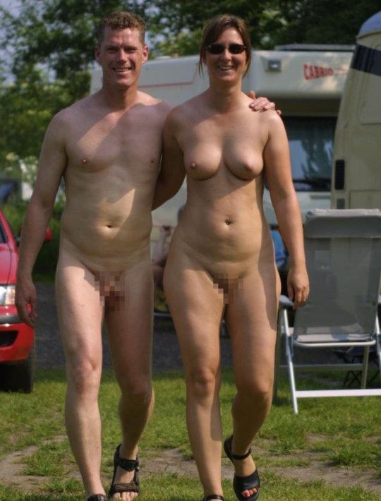 【母娘エロ画像】海外の裸族一家&母娘ヌード、こいつ等ガチで頭おかしくて草wwwwwwww(画像130枚)・14枚目