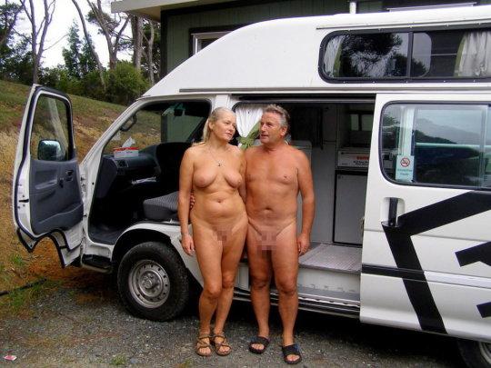 【母娘エロ画像】海外の裸族一家&母娘ヌード、こいつ等ガチで頭おかしくて草wwwwwwww(画像130枚)・32枚目