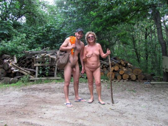 【母娘エロ画像】海外の裸族一家&母娘ヌード、こいつ等ガチで頭おかしくて草wwwwwwww(画像130枚)・39枚目