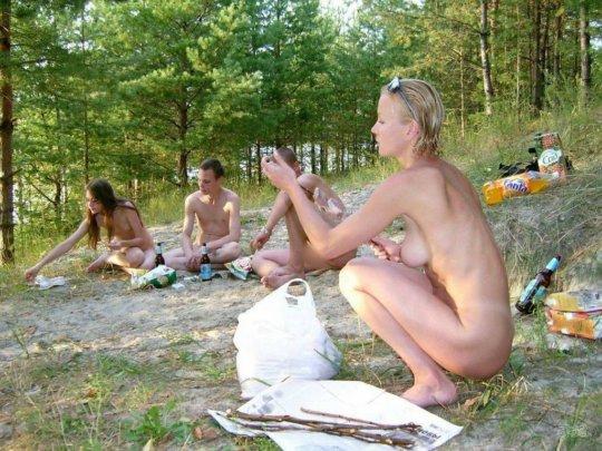 【母娘エロ画像】海外の裸族一家&母娘ヌード、こいつ等ガチで頭おかしくて草wwwwwwww(画像130枚)・46枚目
