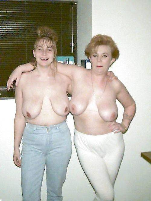 【母娘エロ画像】海外の裸族一家&母娘ヌード、こいつ等ガチで頭おかしくて草wwwwwwww(画像130枚)・82枚目