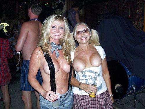 【母娘エロ画像】海外の裸族一家&母娘ヌード、こいつ等ガチで頭おかしくて草wwwwwwww(画像130枚)・90枚目